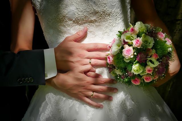svatební šaty z ůjčovny